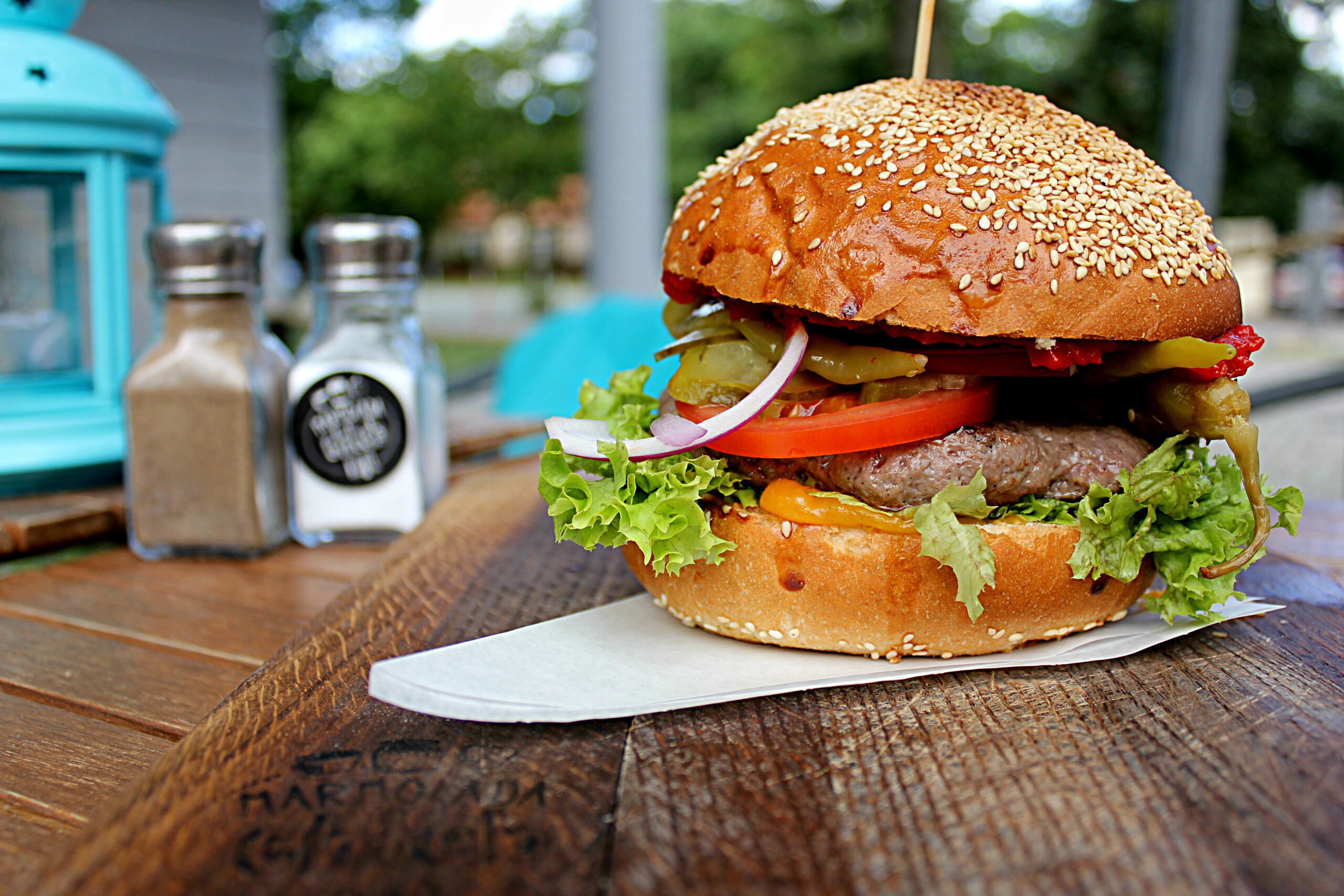 burger marmolada chleb i kawa